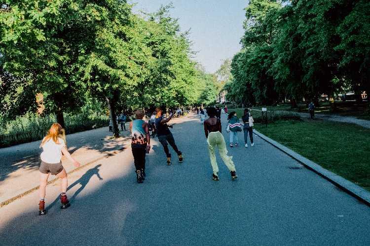 rollerblading vs roller skating